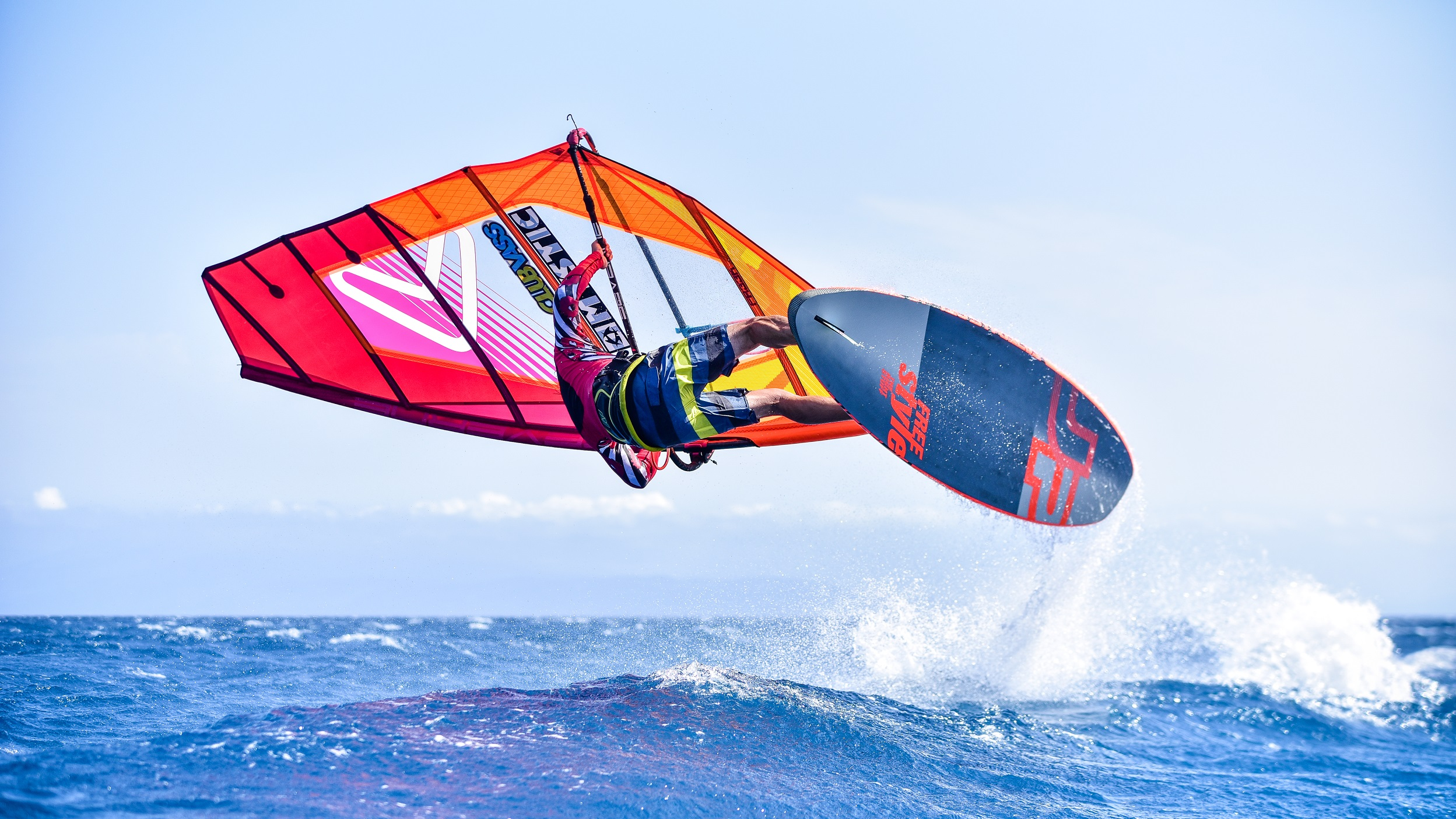Hero_Windsurf_Instructor.jpg